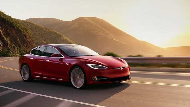 Tesla Model s vs Porsche Tycan